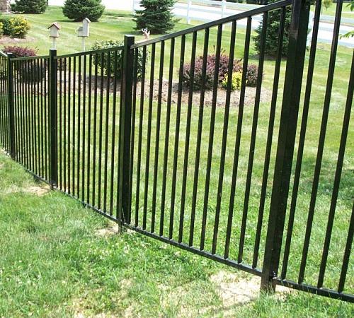 Устанавливаем металлический забор своими руками
